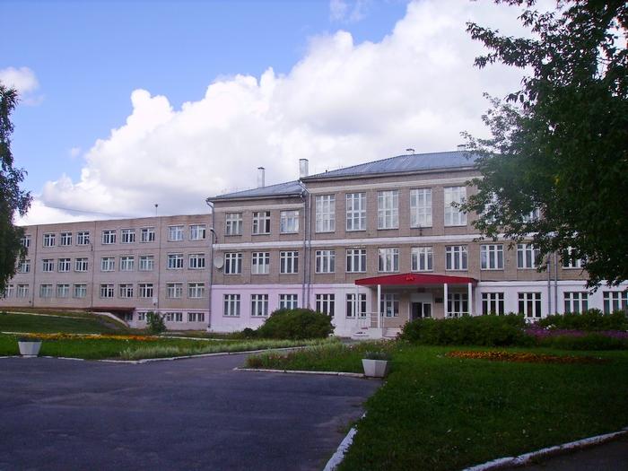 п. Первомайский школа