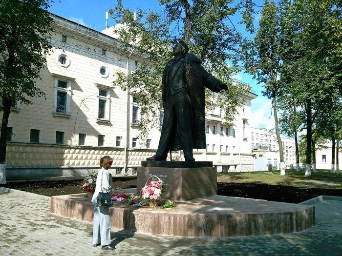 безупречно фото памятника шаляпину в г кирове коса
